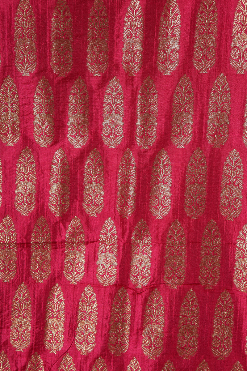pure-hand-woven-majenta-benarasi-silk-fabric-with-zari-motifs