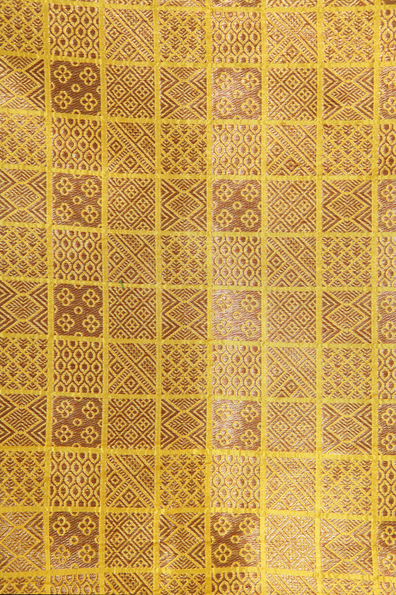pure-hand-woven-yellow-benarasi-brocade-silk-fabric-with-antique-zari