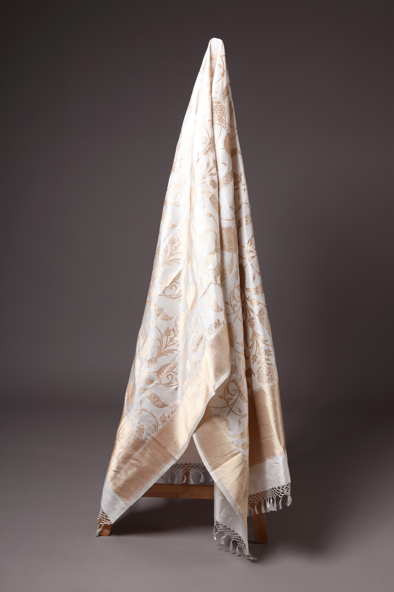 pure-hand-woven-off-white-benarasi-katan-silk-dupatta-with-kadhwa-jangla