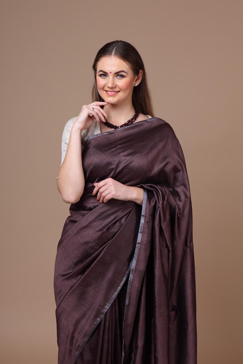 6b822bd877 Pure hand-woven benarasi dark-brown tanchoi silk saree | Trisvaraa