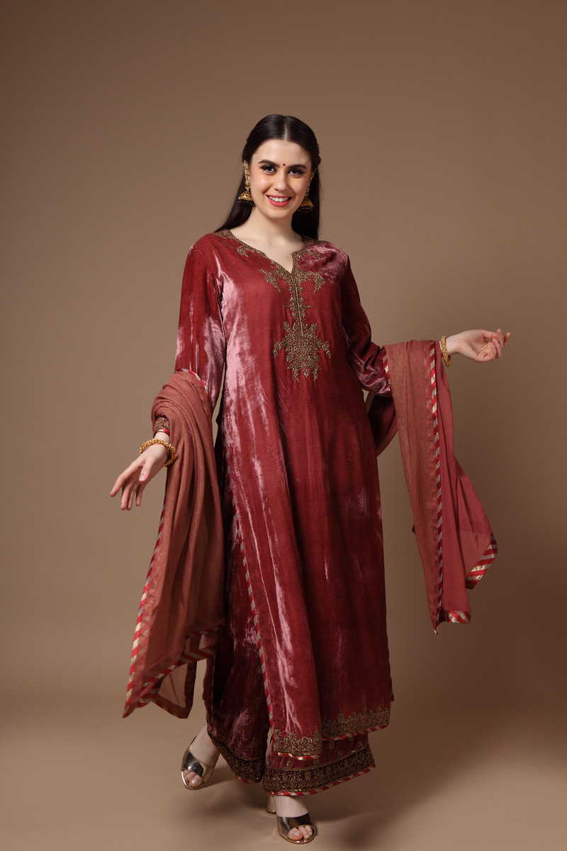 pure-silk-velvett-hand-crafted-onion-pink-kurta-with-farshi-dupatta