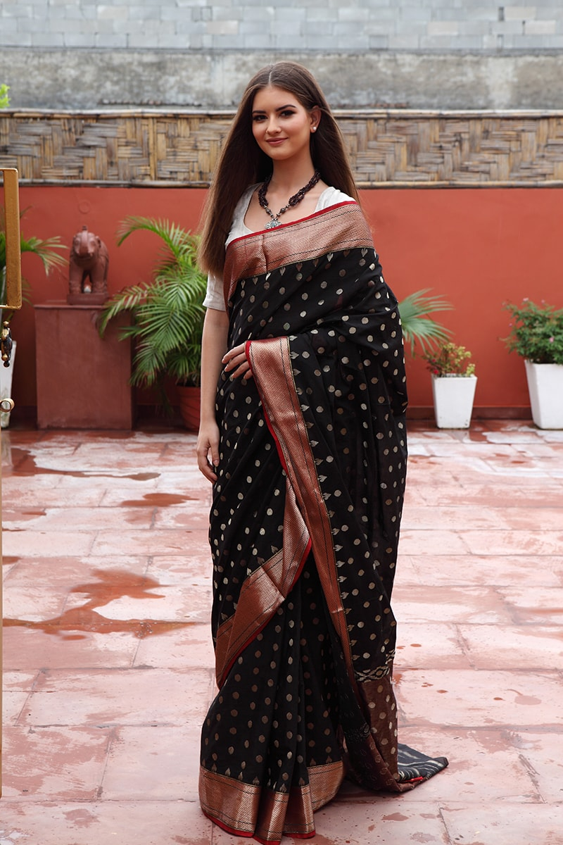 pure-hand-woven-chanderi-red-black-muslin-saree-with-all-over-eknaliye-butis