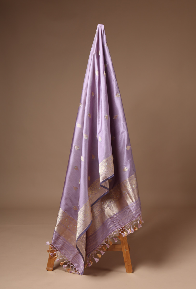 pure-hand-woven-light-mauve-benarasi-katan-silk-dupatta-with-sona-roopa-butis