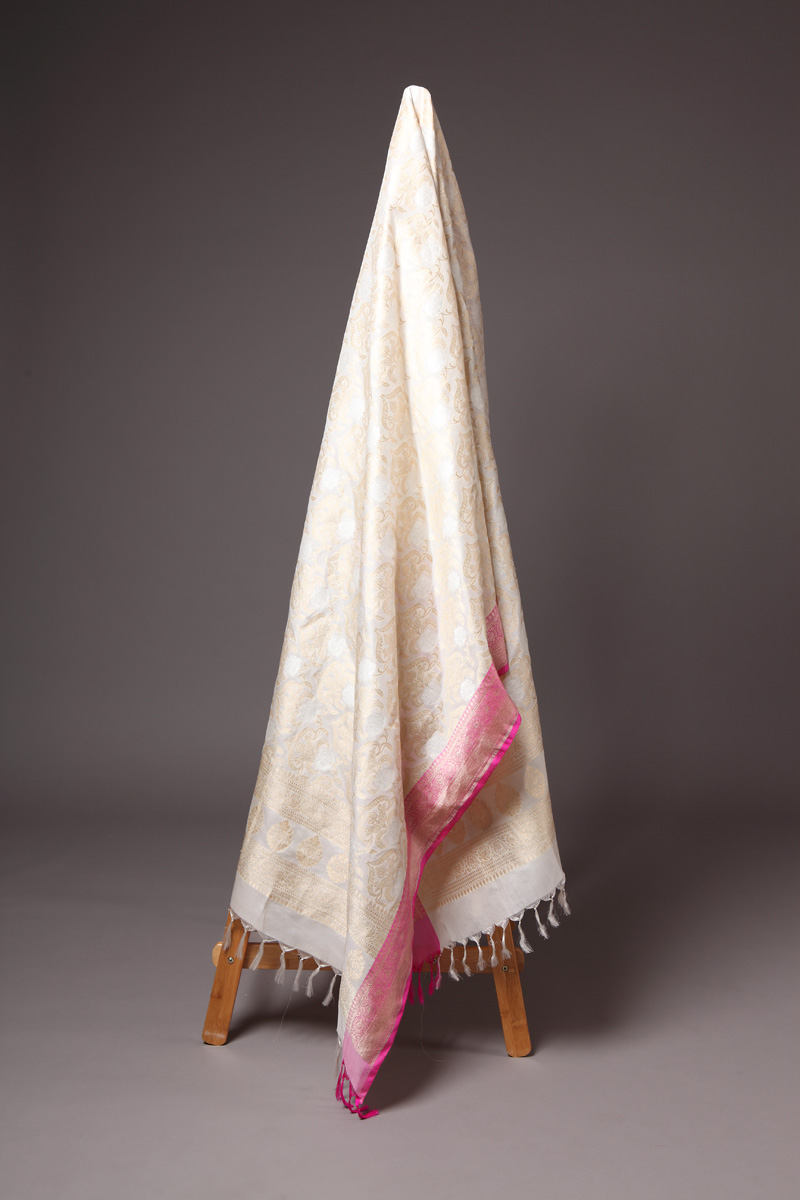 pure-hand-woven-off-white-benarasi-linen-silk-dupatta-with-mughal-jangla