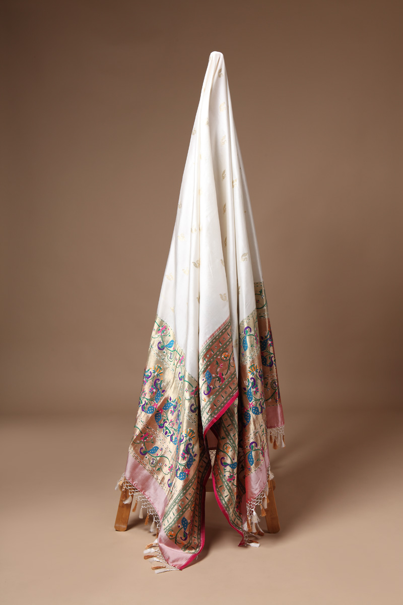 pure-hand-woven-benarasi-white-katan-silk-dupatta-with-paithni-border