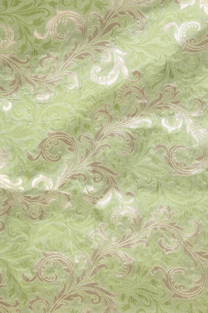 pure-hand-woven-green-benarasi-brocade-silk-fabric-with-zari-jangla